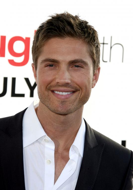 How tall is Eric Winter?