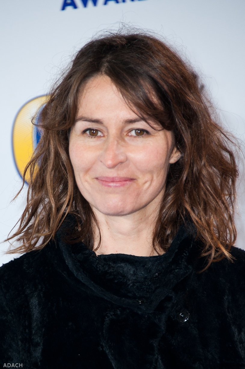 How tall is Helen Baxendale?
