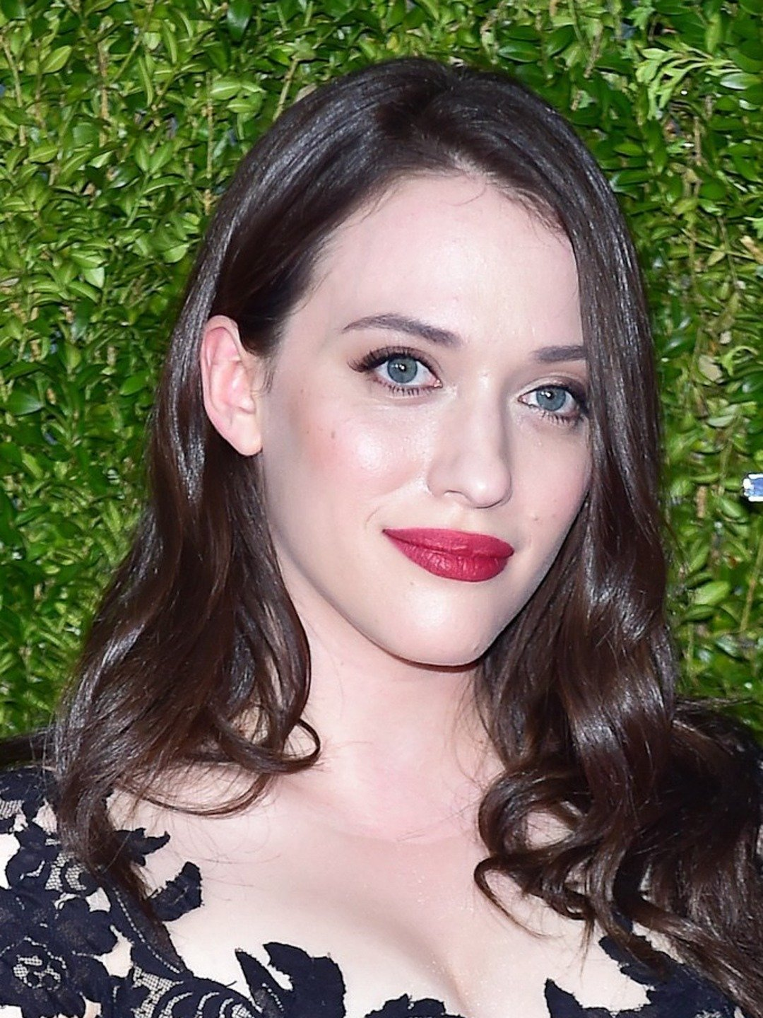 How tall is Kat Dennings?
