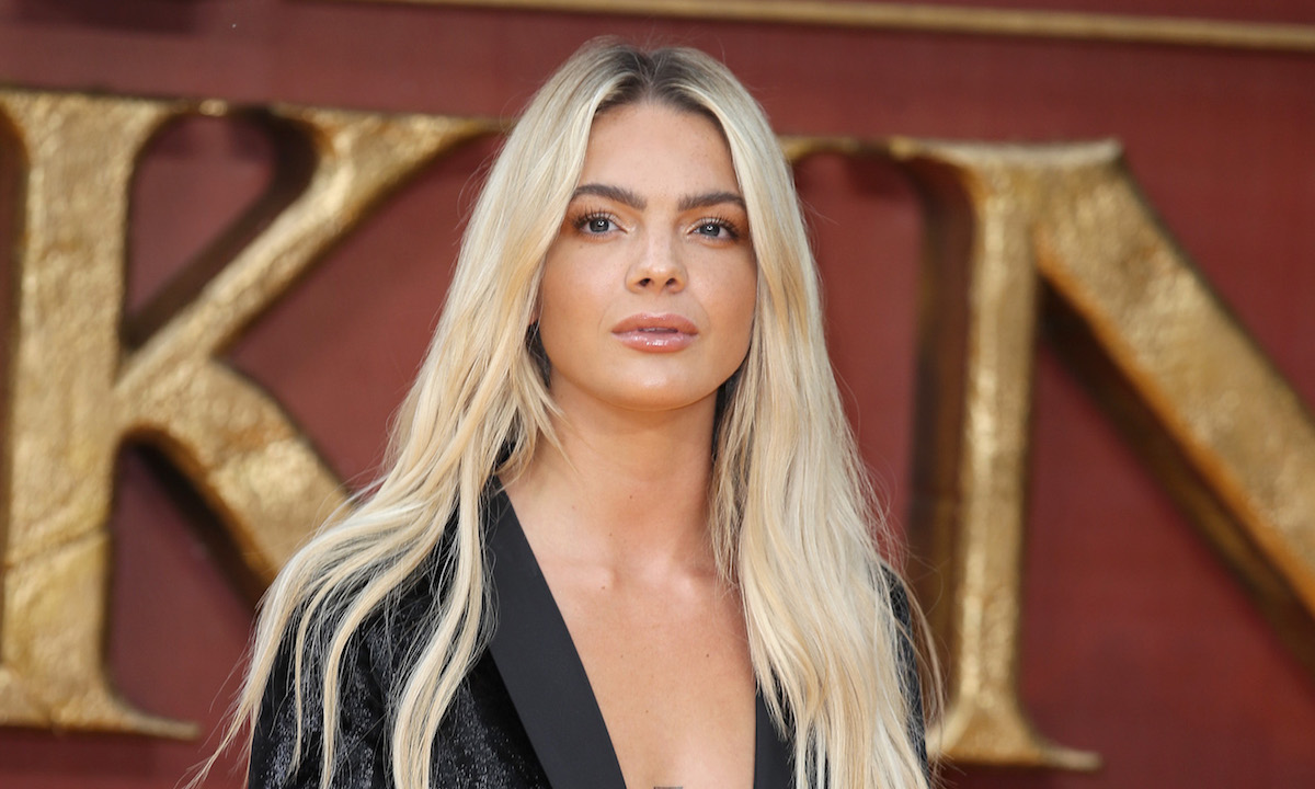 How tall is Louisa Johnson?
