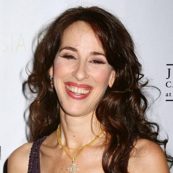 How tall is Maggie Wheeler?