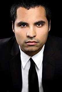 How tall is Michael Pena?