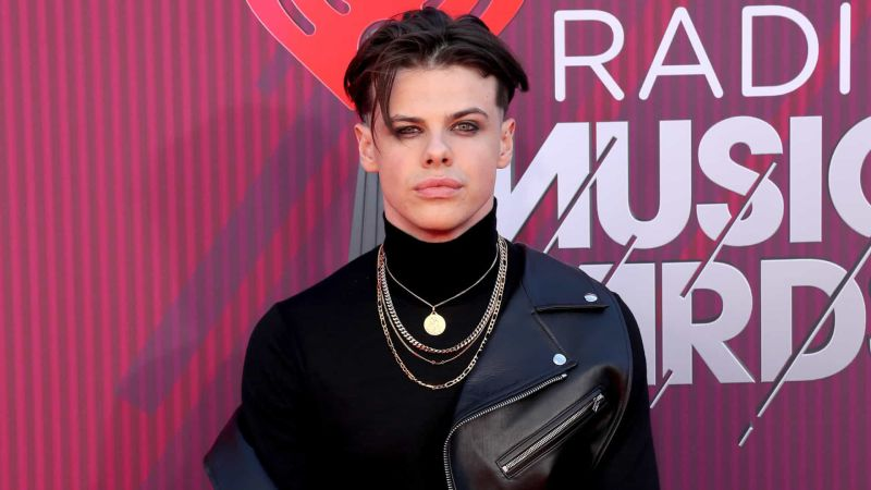 How tall is Yungblud?