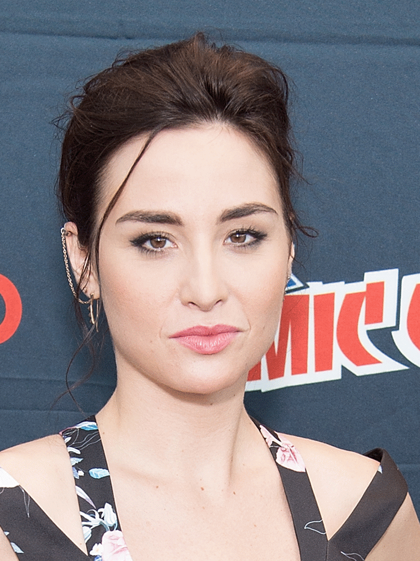 How tall is Allison Scagliotti?