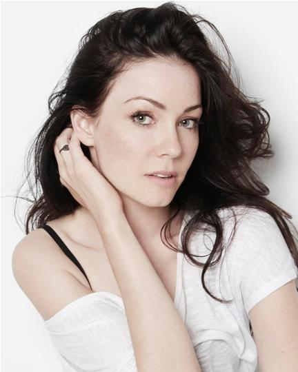 How tall is Anna Skellern?
