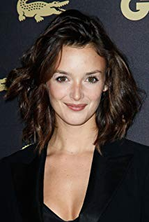 How tall is Charlotte Le Bon?