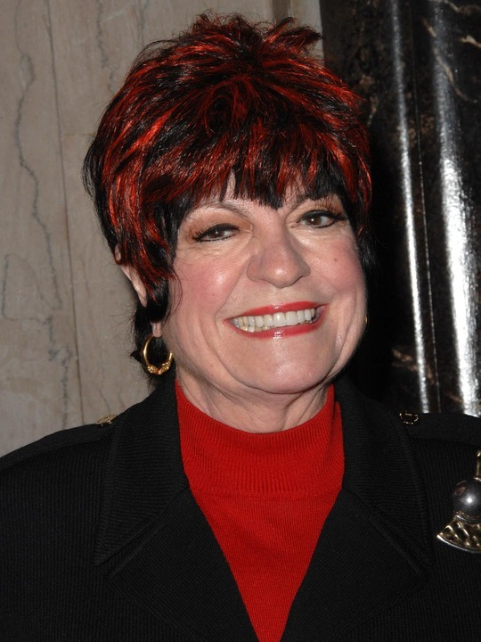 How tall is Jo Anne Worley?