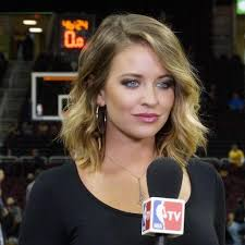 How tall is Kristen Ledlow?