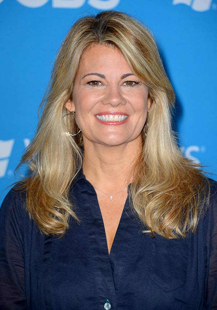 How tall is Lisa Whelchel?