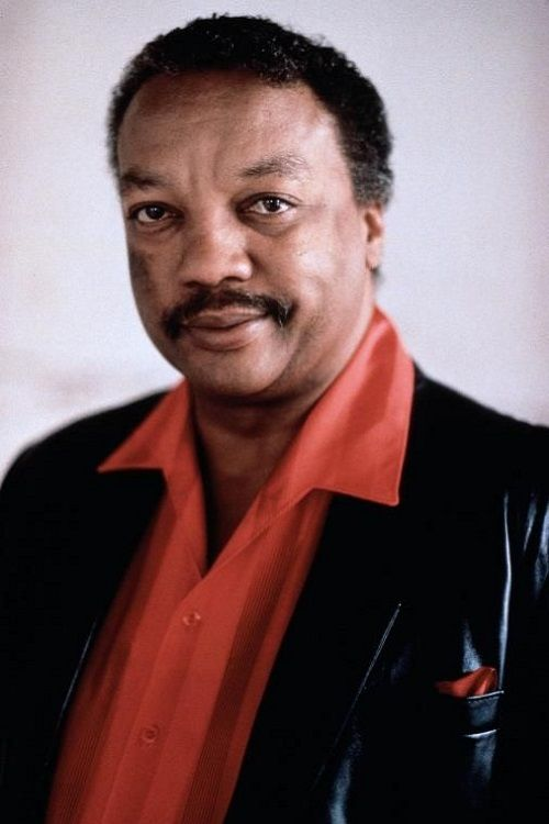 How tall is Paul Winfield?
