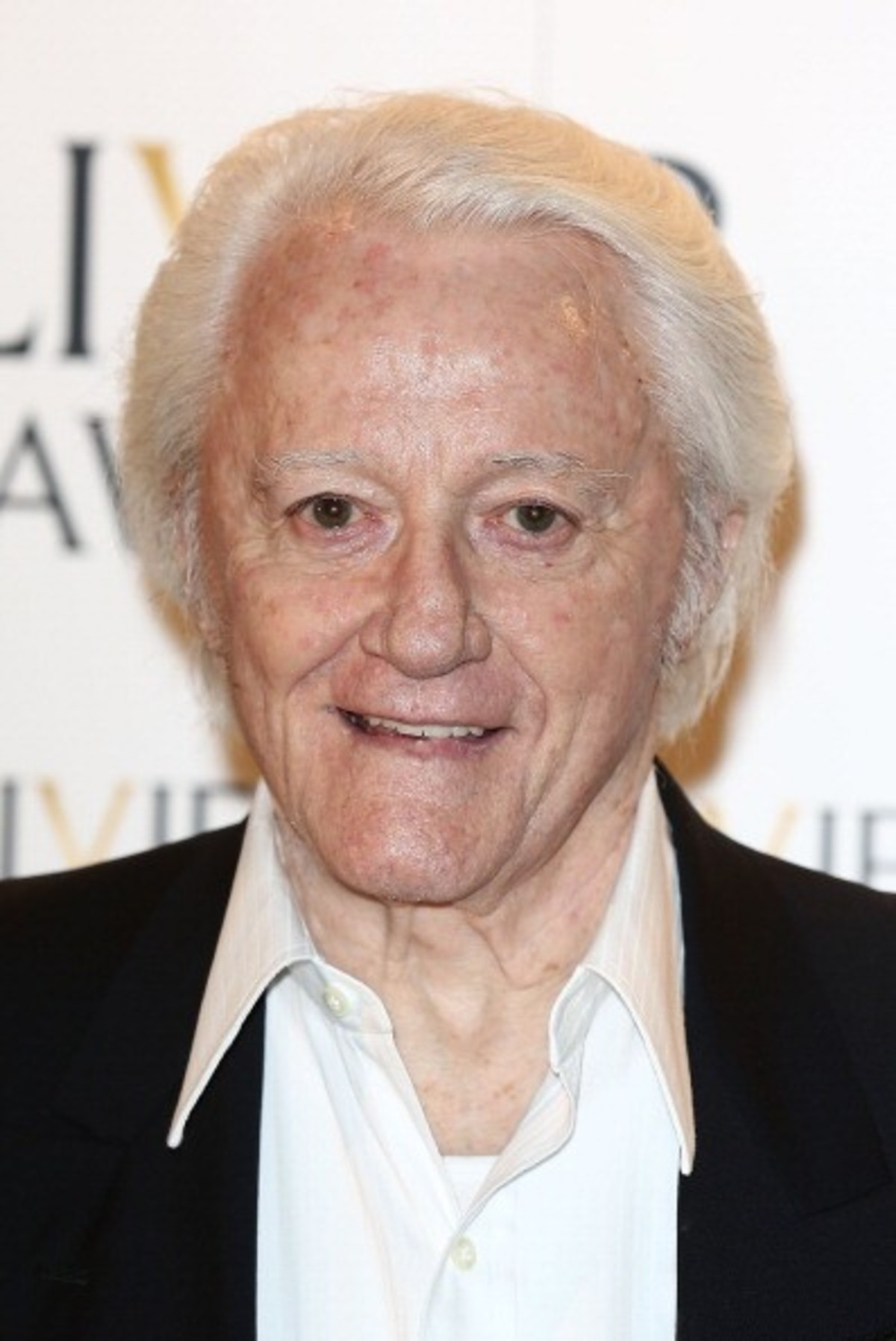 How tall is Robert Vaughn?