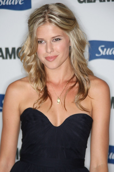 How tall is Sarah Wright?