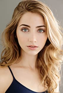 How tall is Emily Rudd?