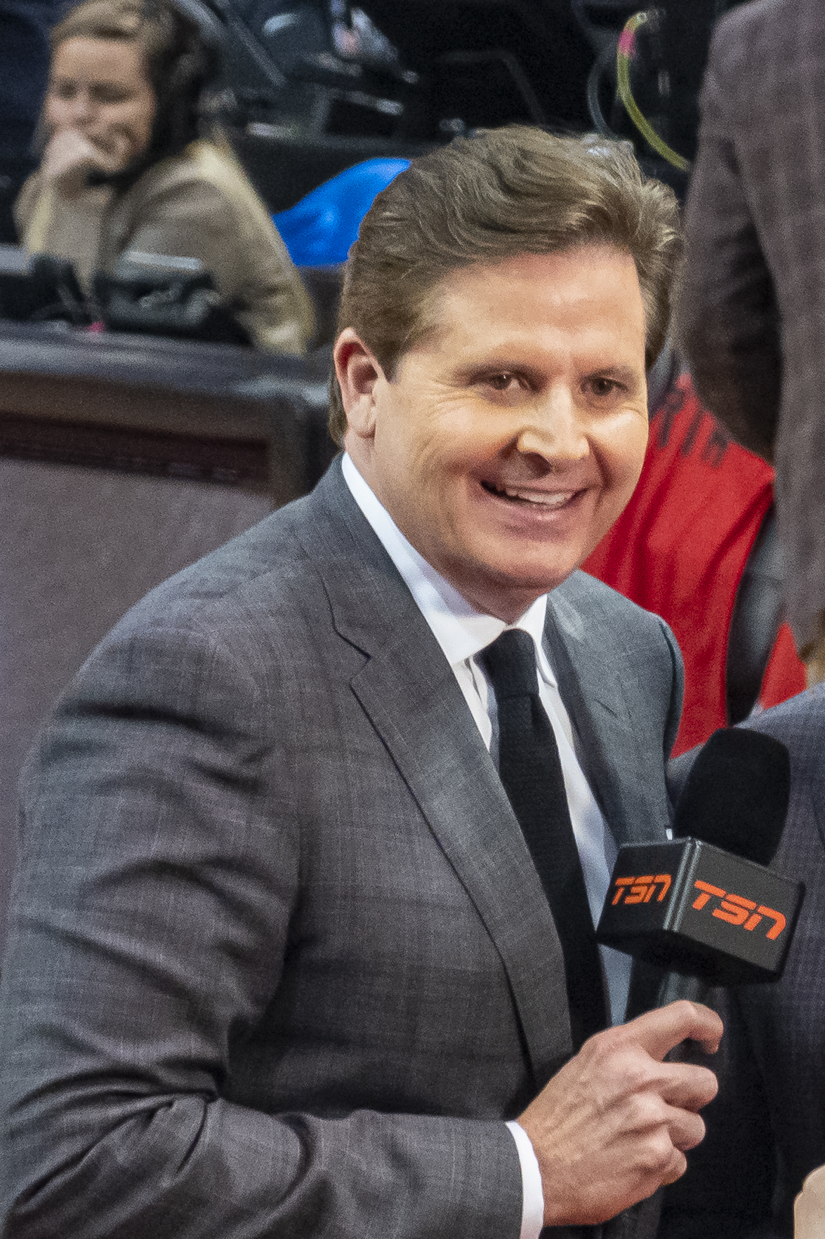 How tall is Matt Devlin?