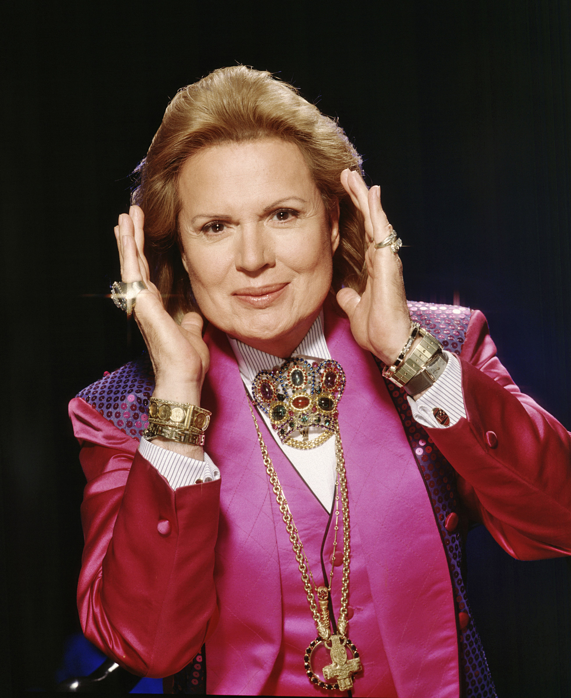 How tall is Walter Mercado?