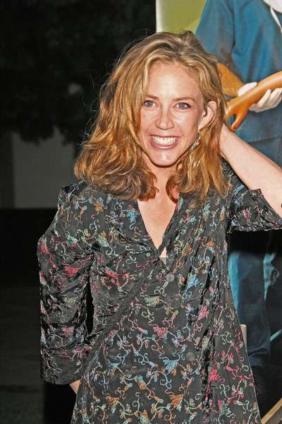 How tall is Ally Walker?