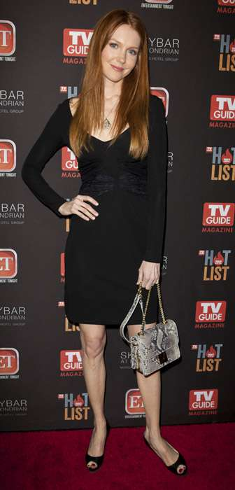 How tall is Darby Stanchfield?