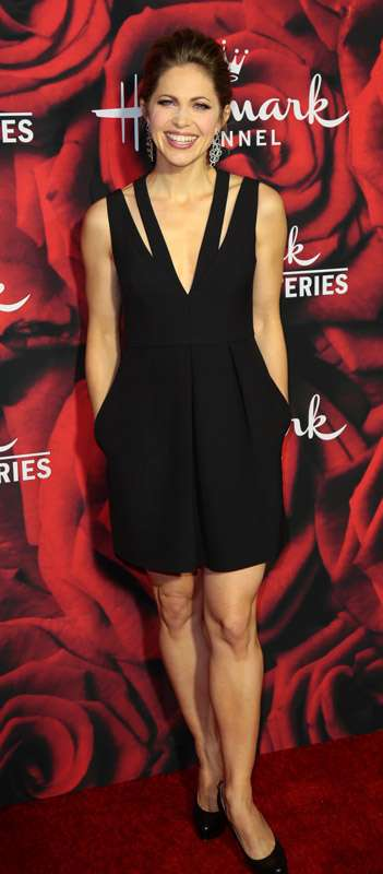 How tall is Pascale Hutton?
