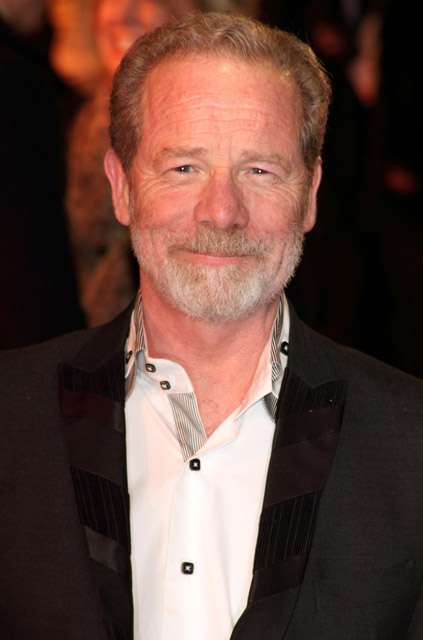 How tall is Peter Mullan?